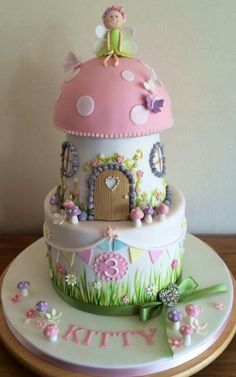 Toadstool cake - Love the details!