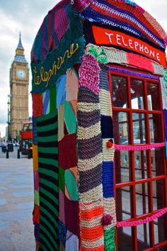 Urban Knitting y Yarn Bombing: el 'street' art Y hoy en Madrid Crochet Yarn, Knitting Yarn, Crochet Style, Knitting Patterns, Guerilla Knitting, Foto Picture, Yarn Bombing, Arte Popular, London Art