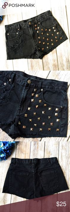 MOVING SALE 🚛 F21 Studded Distressed Cutoff Short ★ Like new condition. 💕 ★ These awesome studded black cutoff jean shorts from Forever 21 are an absolute must have! Get it now! Perfect for festival season and the warmer summer months! ★ 100% Cotton. ★ NO TRADES! 🚫 ★ NO MODELING! 🚫 ★ YES REASONABLE OFFERS! ✅ ★ Measurements available by request and as soon as possible! 💁🏼 Forever 21 Shorts
