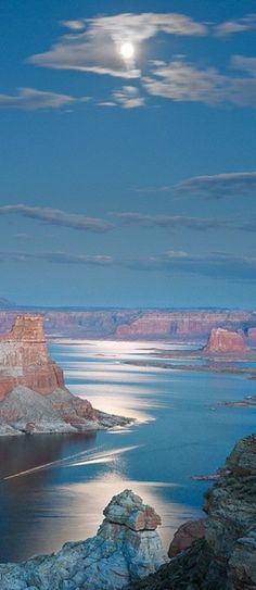moon light on Lake Powell near Page, Arizona • photo: Richard Gaston on Flickr