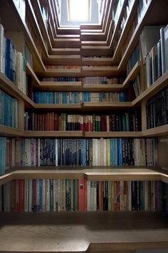 Extra bookshelves for Todd?    22 Exemplos de Escadas Criativas | Criatives | Blog Design, Inspirações, Tutoriais, Web Design