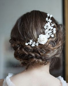 To see more gorgeous wedding hairstyles: http://www.modwedding.com/2014/11/20/amazing-wedding-hairstyles-chic-accessories/ #wedding #weddings #hair #hairstyle via AgnesHart