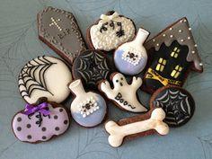 more Halloween cookies<3 decorated cookies