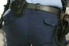 本当に大きな警察官のお尻