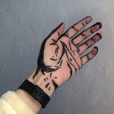 dangered: via weheartit Skull Hand Tattoo, Hand Tattoos, Doodle Tattoo, Art Painting Gallery, Hold My Hand, Hand Art, Foto Pose, White Aesthetic, Art Sketchbook
