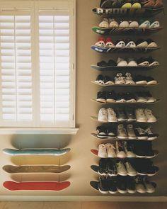 Make DIY Skateboard Shelves for Shoe Storage / Grillo Design Skateboard Decor, Skateboard Shelves, Skateboard Furniture, Boys Skateboard Room, Skateboard Light, Skateboard Design, Diy Shoe Storage, Diy Shoe Rack, Storage Ideas