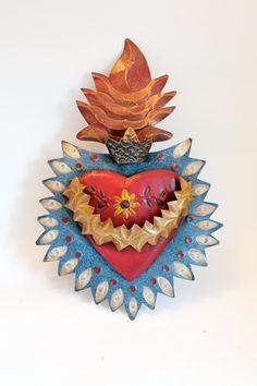 Vintage Tin sacred heart Mexican wall art par TheVirginRose sur Etsy