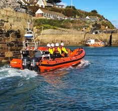 #Sunday morning #RNLI #lifeboat training. Bit of a chill but blue sky and sun at the #harbour #harbourlife