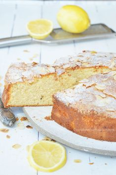 Zitronen-Ricotta-Kuchen mit rasierten Mandeln – carine daemen – Join in the world of pin Ricotta Dessert, Ricotta Cake, Cheesecakes, Citroen Cake, Baking Recipes, Cake Recipes, Short Pastry, Party Finger Foods, Party Dishes