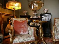 The essence of frenchness: Mes 40 reportages préférés du N. Victorian Decor, Business Design, Interior Inspiration, Farmhouse Style, Lounge, York, Living Room, House Styles, Cabriolet