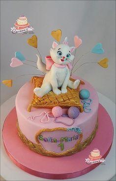 Aristocats-Marie - cake by Carmen Iordache Marie Aristocats, Funny Birthday Cakes, Birthday Cake Girls, Dog Cakes, Girl Cakes, Fondant Cakes, Cupcake Cakes, Kitten Cake, Animal Cakes