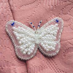 Невесомая брошь бабочка пока свободна #брошьизбисера #handmade_prostor #handmade #брошь #брошьбабочка