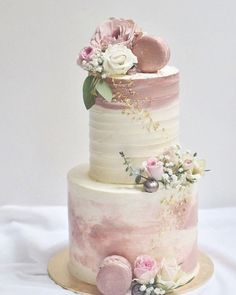 42 Yummy And Trendy Drip Wedding Cakes Unique, non-traditional cakes become more and more popular for wedding. Taking the internet by storm, drip wedding cakes became one of the hottest trends. Burgundy Wedding Cake, Wedding Cake Roses, Fall Wedding Cakes, Wedding Cake Rustic, Wedding Cakes With Flowers, Wedding Cupcakes, Wedding Cake Toppers, Flower Cakes, Purple Wedding