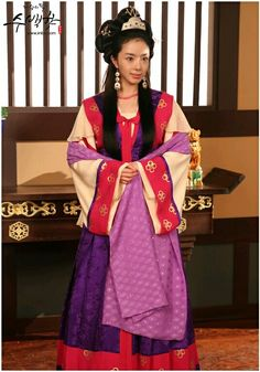 The King's Daughter, Soo Baek-hyang(Hangul:제왕의 딸, 수백향;RR:Jewang-ui Ttal, Su Baek-hyang; also known asThe Daughter of the Emperor) is a historical drama depicting the life ofSoo Baek-hyang, the daughter of KingMuryeong of Baekje. This drama covers the turbulent history of the Baekje Dynasty and its royal family. It is a desperate story of love and survival.