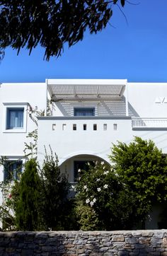 Naxos hotel, Mitos is an Agios Prokopios hotel in Naxos that offers luxury stay near the beach. Mitos hotel for your holidays, wedding or honeymoon in Naxos. Hotel Suites, Greece Travel, Traditional, Mansions, Luxury, Architecture, House Styles, Building, Home Decor