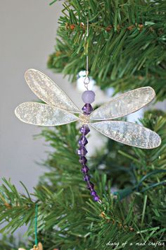 How to make a dragonfly. Toni, I just purchased this at Hallmark and paid $11.50. I feel I just got ripped off.....Wish I would have seen this sooner. I putting this in my window.
