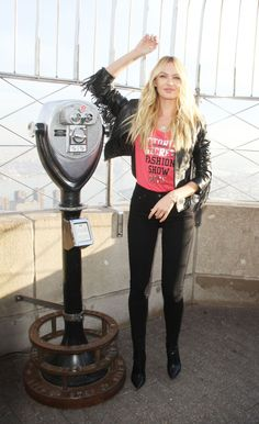 candice-swanepoel-at-the-empire-state-building-in-new-york-12-07-2015_27.jpg (1200×1966)
