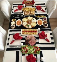 I - Turkish Recipes Easy Breakfast Presentation, Food Presentation, Turkish Breakfast, Good Food, Yummy Food, Snack Recipes, Snacks, Love Eat, Food Decoration