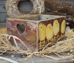 Купить или заказать Пасхальный короб 'Цыплята' в интернет-магазине на Ярмарке Мастеров. Коробок для пасхальных яйц,сладостей,печенья... Украсить интерьер в светлый праздник Пасхи. Дополнят интерьер дачи,загородного дома. ------------------------------------------------------------------------ Все материалы(грунт,краска,лак)использованные в работе не токсичны, на водной основе,абсолютно безопасны для Вашего здоровья.