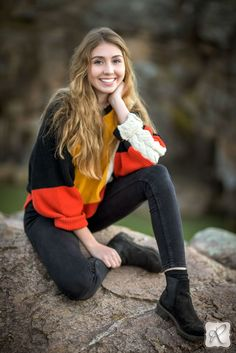 Allison Ragsdale Photography // poses and outfit senior portraits for girls