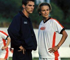 Jonathon Rhys Meyers and Keira Knightley in Bend it like Beckham