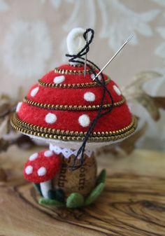 Felt and zipper mushroom pincushion / ornament