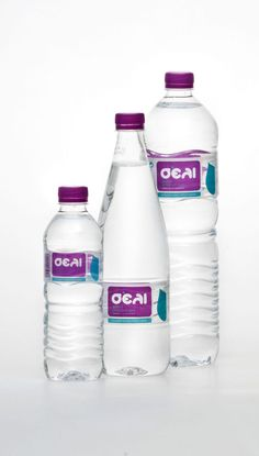 The label on a bottle can make a huge difference in how people perceive the taste. There's a reason why companies like Coca-Cola and Budweiser spend millio Drinking Water Bottle, Water Bottle Labels, Pet Bottle, Bottle Art, Water Bottles, Mineral Water Brands, Packaging Design Inspiration, Design Packaging, Packaging Ideas