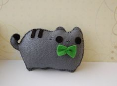 Felt cat with green bow tie