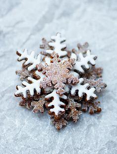 Christmas winter food cookies snowflake Christmas treats snowflakes-and-coffee Noel Christmas, Merry Little Christmas, Christmas Goodies, Christmas Desserts, Christmas Treats, Christmas Baking, Winter Christmas, Xmas, Christmas Snowflakes