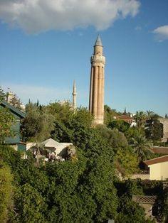Antalya'da Yivli Minare. 13. yy. Selçuklu eseridir.  Fluted Minaret Antalya. 13. century. Seljuk work.