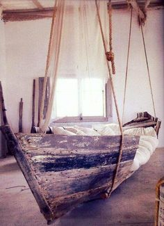Turn an old boat into a bed!