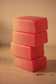 ピンクのグラデーション石鹸