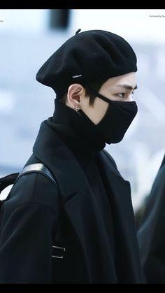 Bts v kim taehyung Jimin, Bts Bangtan Boy, Bts Boys, Foto Bts, Bts Photo, Bts Airport, Airport Style, Airport Fashion, Daegu