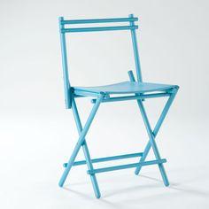 El diseñador Simone Simonelli ha diseñado esta silla plegable formada por barras de madera.