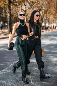 The Best Street Style Looks from Paris Fashion Week - FASHION Magazine # Outfits femme The Best Street Style Looks from Paris Fashion Week Street Style Trends, Street Style New York, Best Street Style, Street Style Looks, Looks Style, Street Style Women, Classy Street Style, Modern Street Style, Street Look