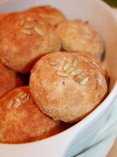 Porkkanasämpylät! nams! #porkkana #sämpylät #porkkanasämpylät My Recipes, Hamburger, Bread, Cooking, Food, Kitchen, Cuisine, Hamburgers, Koken