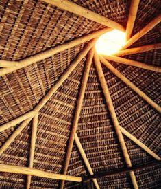 Telhado de palha e madeira