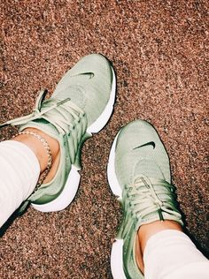 It's important to choose the correct women's sneakers when using them for different activities. Read more to learn how to choose the right women's sneakers. Dr Shoes, Crazy Shoes, Sock Shoes, Cute Shoes, Me Too Shoes, Shoe Boots, Shoes Sandals, Shoes Sneakers, Shoes Men