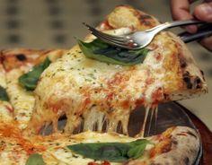 Pizza alla napoletana - Italian Cuisine: Traditional Italian Recipes