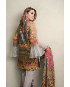 Dress Style Pakistani, Simple Pakistani Dresses, Pakistani Fashion Casual, Pakistani Wedding Outfits, Indian Fashion Dresses, Pakistani Couture, Stylish Dresses For Girls, Stylish Dress Designs, Casual Dresses