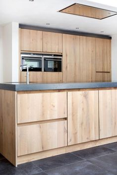 Rural modern kitchen, for example based on Ikea cabinets and custom-made wooden fronts Houtmerk. Farmhouse Style Kitchen, Modern Farmhouse Kitchens, Home Kitchens, Ikea Kitchen Design, Interior Design Kitchen, Kitchen Decor, Kitchen Tops, New Kitchen, Kitchen Cabinets