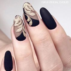 Oval nails have become very popular in recent years. Oval nails have become quite fashionable in today's fashion world. Encouraging color combinations play a role in Oval nail design, making them look smarter. Here are 44 Stylish Oval Nail Art Desi Oval Nail Art, Matte Nail Art, Oval Nails, Acrylic Nails, Nail Art Designs, Pedicure Designs, Black Manicure, Luxury Nails, Super Nails