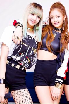 BLACKPINK Lisa & Jennie Blackpink Lisa, Jennie Blackpink, Yg Entertainment, Forever Young, South Korean Girls, Korean Girl Groups, K Pop, Jenny Kim, Blackpink Funny