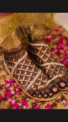 Stylish Mehndi Designs, Henna Art Designs, Mehndi Design Pictures, Modern Mehndi Designs, Mehndi Designs For Girls, Beautiful Henna Designs, Dulhan Mehndi Designs, Mehndi Designs For Hands, Engagement Mehndi Designs