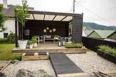 Outdoor decking for beautiful entertainment area. Cozy Backyard, Backyard Landscaping, Patio Design, Garden Design, Lawn And Landscape, Side Garden, Outdoor Living, Outdoor Decor, Outdoor Decking