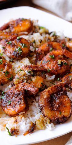 Hawaiian Shrimp is an easy garlic butter shrimp tossed in an succulent garlic sauce. Hawaiian Shrimp is an easy garlic butter shrimp tossed in an succulent garlic sauce. Baked Shrimp Recipes, Shrimp Recipes For Dinner, Seafood Dinner, Fish Recipes, Seafood Recipes, Pasta Recipes, Chicken Recipes, Cooking Recipes, Pork And Shrimp Recipe