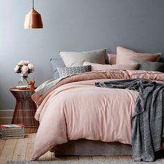 lindo quarto decorado lustre cobre