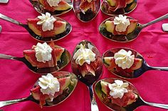 Goat cream cheese with honey and Serrano ham on fresh fig - kochen - Salat Vegetable Soup With Chicken, Chicken And Vegetables, Fig Appetizer, Appetizers, Tapas, Serrano Ham, Fig Recipes, Bread Recipes, Fresh Figs