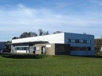 Industriehalle mit Verwaltungstrakt