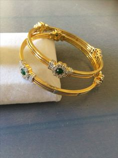 Plain Gold Bangles, Gold Bangles For Women, Gold Bangles Design, Gold Earrings Designs, Gold Jewellery Design, Real Gold Jewelry, Gold Jewelry Simple, Gold Set, Gold Gold